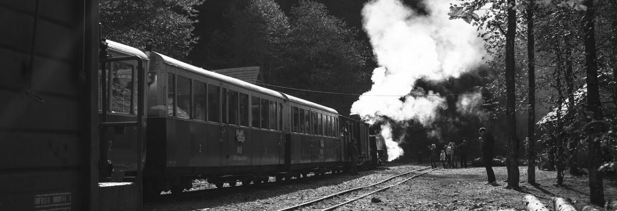 train-1243968_1280